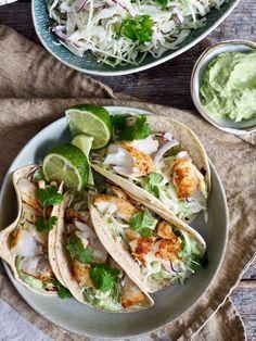 Enkel fisketaco med torsk #taco #fisketaco #torsk #fisk #fiskeoppskrifter #cod #recipe #fishtaco #middag #dinner #middagstips #oppskrift #lettvint #easy Scampi, Frisk, Tex Mex, Exotic Pets, Nom Nom, Seafood, Tacos, Food And Drink, Mexican