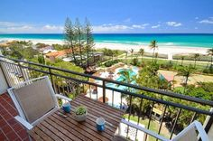 Blue Ocean Apartment provides affordable luxury waterfront holiday accommodation in Palm Beach on the Gold Coast near Currumbin Rock offering rooms with impressive views of the beach and Surfers skyline.