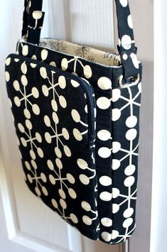 Bag Pattern from Chris W Designs - Back View - I like the pockets on the front of the bag.