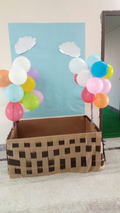 hot air balloon photo booth - How To Make Crazy PARTY Hot Air Balloon Centerpieces, Diy Hot Air Balloons, Balloon Backdrop, Balloon Decorations, Graduation Theme, Preschool Graduation, Baby Shower Balloons, Birthday Balloons, Balloon Crafts Preschool