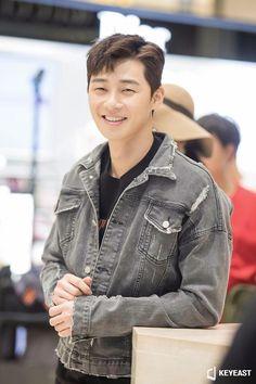 Kdrama, Park Seo Joon, Korean Actors, Korean Dramas, Korean Beauty, Asian Men, K Idols, Military Jacket, Husband