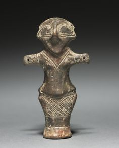 Vinca Idol, Cleveland Museum of Art: Greek and Roman Art This statuette, probably a cult idol, dates to the Neolithic Era which saw the development of farming and human technology. Ancient Goddesses, Early Middle Ages, Cleveland Museum Of Art, Goddess Art, Roman Art, Historical Art, Ancient Artifacts, Tribal Art, Ancient History