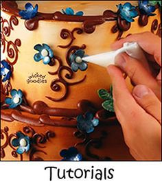 Tutorial for making fondant or rolled modeling chocolate flowers for a faerie wedding cake design Fondant Figures, Fondant Cakes, Cupcake Cakes, Cupcakes, Cake Decorating Techniques, Cake Decorating Tutorials, Cookie Decorating, Decorating Cakes, Cookie Tutorials