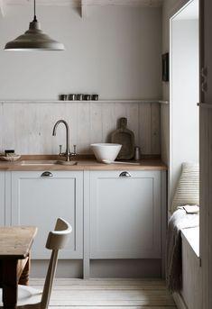 Oak Kitchen Cabinets, Grey Cabinets, Grey Kitchens, Cool Kitchens, English Kitchens, Rustic Kitchens, New Kitchen, Kitchen Decor, Kitchen Grey