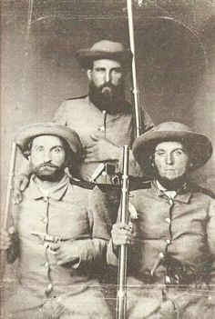 Prior to the Civil War most states had some sort of uniform regulations for their militia companies. At the start of the Civil War most state's militia. Confederate States Of America, Confederate Flag, American Civil War, American History, War Image, Civil War Photos, Military History, Military Art, Historical Pictures