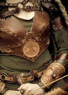Mirkwood Elf Armor Vest by ElficWearShop on Etsy - COSPLAY IS BAEEE! Tap the pin now to grab yourself some BAE Cosplay leggings and shirts! From super hero fitness leggings, super hero fitness shirts, and so much more that wil make you say YASSS! Larp, Corsets, Conquest Of Mythodea, Elf Armor, Mirkwood Elves, Female Armor, Leder Outfits, Leather Armor, Fantasy Armor