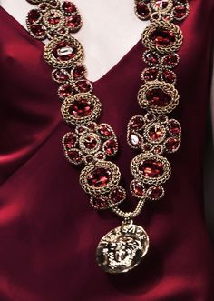 Fiery Red: Versace Fall Well just in time for next Christmas. Shades Of Burgundy, Burgundy And Gold, Burgundy Wine, Pantone Color, Pantone 2015, Marsala, Mode Style, My Favorite Color, Lady In Red