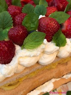 paulanketoblogi: Britakakku juhannuksen herkuksi Keto, Stevia, Strawberry, Fruit, Food, Mascarpone, Essen, Strawberry Fruit, Meals