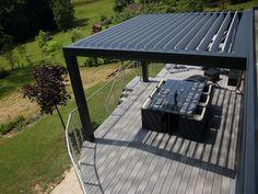 Les pergolas sont réalisées à partir des mêmes éléments, à savoir une ossature constituée de poteaux - en aluminium, acier ou bois - et chapeautée d'une toiture agrémentée de lames ... #maisonAPart