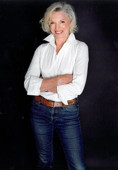 The ONE required item for any wardrobe - the white shirt, clean, pressed and looks great on you. FASHION OVER FIFTY Mature Women Fashion, Over 50 Womens Fashion, 50 Fashion, Fashion Week, Look Fashion, Fashion Outfits, Fashion Tips, Fashion Trends, Mature Women Style