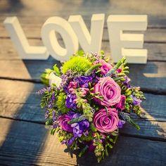 Wedding bouquet / svatební kytice Flower Designs, Wedding Bouquets, Floral Wreath, Wreaths, Table Decorations, Flowers, Home Decor, Floral Crown, Decoration Home