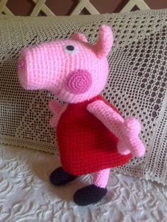 Free crochet pattern for Peppa Pig niestety po hiszpańsku Crochet Pig, Cute Crochet, Crochet For Kids, Crochet Animals, Crochet Crafts, Crochet Dolls, Yarn Crafts, Crochet Projects, Peppa Pig Amigurumi