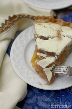 This pie extends peach season into fall with its lightly spiced filling tucked under a tangy sour cream layer. Köstliche Desserts, Delicious Desserts, Dessert Recipes, Pie Recipes, Baking Recipes, Sour Cream, Eat A Peach, Coffee Klatch, Pie Dessert
