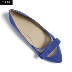 Blue pointed pumps