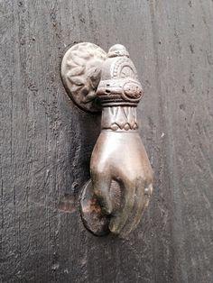 Aldaba de bronce. Francisco Sosa, Barrio de Santa Catarina, Coyoacán, D.F.