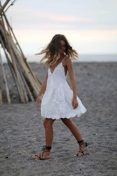 Summer Fashion Tips .Summer Fashion Tips Mode Hippie, Bohemian Mode, Boho Chic, Boho Style, Casual Summer Dresses, Summer Outfits, Cute Outfits, White Dress Summer, Beach Dresses