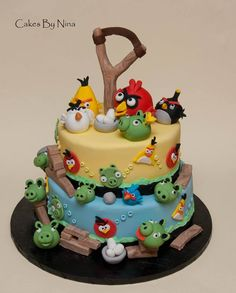 Angry Birds Birthday Cake: Plenty yummy decor to be gobbled up & enjoyed!