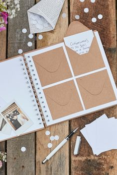You've got to love this 'Best Day Ever' enveloppe guest book! Your guests can write their wishes on the cards and put them in the enveloppe. A perfect alternative guest book! ||| Dit 'Best Day Ever' gastenboek is een perfect alternatief gastenboek voor alle bruiloften met een rustiek thema. Laat jullie gasten de mooiste wensen opschrijven en die in de enveloppen in dit gastenboek doen. Een super mooie herinnering voor later!