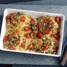 Nudelnester mit Tomaten und Mozzarella