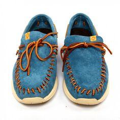 Me urgen unos zapatos azules.