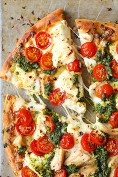 Pesto Pizza Chicken Pesto Pizza - The absolute perfect weeknight meal that comes together in minutes!Chicken Pesto Pizza - The absolute perfect weeknight meal that comes together in minutes! I Love Food, Good Food, Yummy Food, Chicken Pesto Pizza, Cauliflower Pizza, Chicken Pizza Recipes, Pizza Recipes With Pesto, Pizza With Chicken, Basil Pesto Pizza Recipe