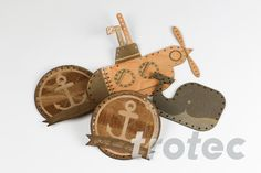 Today we'll show you how you can make trendy leather patches with your laser. Laser Cut Leather, Palm Beach Sandals, Laser Engraving, Diy Gifts, Christmas Ornaments, Holiday Decor, How To Make, Projects, Patches