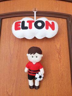 Enfeite de Porta de Futebol...Confeccionado em feltro, totalmente artesanal. Personalizado com o nome da criança. Contato para dúvidas e orçamentos... e-mail:  fofuchinhos@r7.com