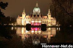Neues Rathaus zu Hannover. Im Gartensaal wird gerade die GardenLounge Party gefeiert.