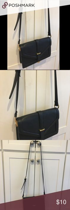 💥Host Pick💥 Black cross body bag Black cross body bag. Great condition. Bags