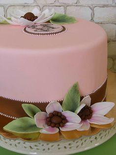 Pink and brown cake by bubolinkata, via Flickr