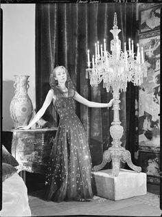Kollar François (1904-1979) Madame Maria-José Sert dans une robe Chanel