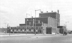 Rotterdam: De Groote Schouwburg aan het Zuidplein in 1958. Tegenwoordig staat op deze plek Theater Zuidplein