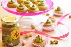 I pistacchiotti con crema al pistacchio sono dei dolcetti davvero deliziosi, facili da preparare e molto eleganti da servire. Ecco la ricetta