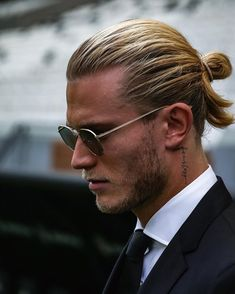 We have rounded up here the best ever hairstyles and haircuts for men created by top barbers and hai Mens Modern Hairstyles, Man Bun Hairstyles, Cool Hairstyles For Men, Modern Haircuts, Haircuts For Men, Hairstyle Ideas, Popular Haircuts, Best Beard Styles, Hair And Beard Styles