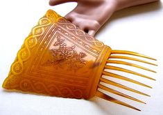 https://www.rubylane.com/item/857424-DUP18-01-027/Victorian-pressed-steer-horn-hair-comb?search=1