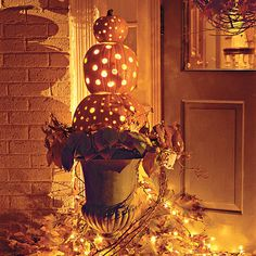 Decorate the outside of your house with this welcoming Stacked Pumpkin Topiary {via Southern Living}