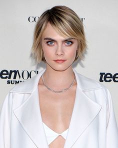 Medium Hair Cuts, Short Hair Cuts, Short Hair Styles, Edgy Haircuts, Hairstyles Haircuts, Bob Haircut For Fine Hair, Fine Hair Bobs, Square Face Hairstyles, Cara Delevingne