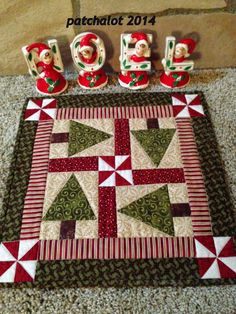 This Christmas mini quilt is so fun for gifts! I even might make one for myself for my hot chocolate!