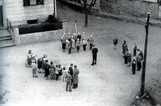 Dokkens Kompani. Ved Dokken engang på 50 tallet. Fotomuseum Bergen. Tekst: Tom Bjorheim Ivarsen, Ja jeg var med når (Knut) Yngve Seterås var sjef og har alltid ment at navnet var Dokkens Kompani noe som jeg nettopp fikk bekreftet av min snart 97 års gamle mor i Bergen.