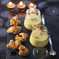 Cauliflower cream on langoustines - Recipes , Shot Glass Appetizers, Finger Food Appetizers, Yummy Appetizers, Yummy Snacks, Finger Foods, Appetizer Recipes, Snack Recipes, Scampi, Knafe Recipe