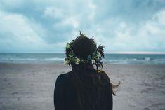 Elämässä on voinut tapahtua paljon rankkoja asioita, joita ei ole syystä tai toisesta pystynyt käsittelemään. Ehkä siihen ei ole ollut tarpeeksi voimavaroja. Ehkä kaikki energia on mennyt arjessa selviytymiseen. Tai kenties aika ei ole ollut vielä oikea. Syitä siihen, miksi jäämme taakkojemme kanssa yksin voi olla monia. Sen ei kuitenkaan tarvitse olla koko elämän mittaista. Raskaimmatkin taakat on mahdollista purkaa – ajan ja avun kanssa.