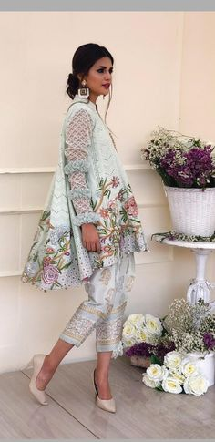 Find Your Inner Fashionista With These Tips And Tricks! Pakistani Couture, Pakistani Bridal, Pakistani Outfits, Indian Outfits, Emo Outfits, African Dress, Indian Dresses, Pakistani Street Style, Asian Fashion