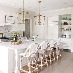 Amazing kitchen style for inspiration this weekend by Andrea (📷 ). Check out our selection of kitchen cabinets and countertops for your next remodel via link in bio. Kitchen Cabinets And Countertops, Kitchen Counter Stools, Kitchen Island Corbels, Bar Stools, Home Design, Interior Design, Aqua Kitchen, Kitchen White, Diy Home Decor On A Budget