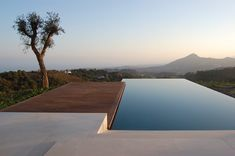 Nothing in the world can beat infinity pools when it comes to water features. Magnetic and impressive they take the outdoor design to the next level. Cool Swimming Pools, Swimming Pool Designs, Outdoor Swimming Pool, House Landscape, Landscape Design, Contemporary Landscape, Contemporary Furniture, Piscina Rectangular, Moderne Pools