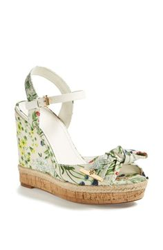 Obsessed with these Tory Burch floral sandals for spring!