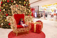 Attracting visitors in the 21st century: why experiences matter #mkillumination #shoppingcenters #festivelighting #christmasdecoration #happiness