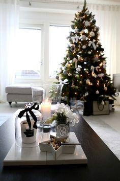 All Things Christmas, Winter Christmas, Christmas Time, Xmas, Christmas Windows, Christmas Tree Decorations, Holiday Decor, Christmas Interiors, Trending Topics