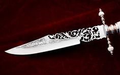 pierced knife blade by Antonio Montejano Pretty Knives, Cool Knives, Swords And Daggers, Knives And Swords, Katana, Rogue Assassin, Lizzie Hearts, Steampunk Accessoires, Armas Ninja