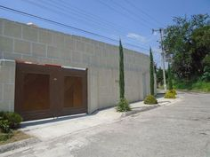 Hermosa Residencia en Fraccionamiento Privado y con vigilancia las 24 hrs, 9 anos de Antiguedad, 1060 m2 de Terreno, 900 m2 de Construccion, Mucha Luz...