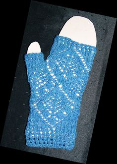 Free+Knitting+Pattern+-+Fingerless+Gloves+&+Mitts:+Lacy+Blue+Wristwarmers